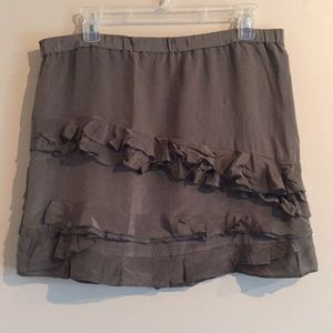 New Banana Republic 100% Silk Lined ruffle skirt
